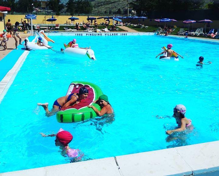 #splash #pinguinonuoto #village2018 #estate #summer #pool #pooltime #tuffiamoci #tuffi #funnyday #sundayfunday #avezzano