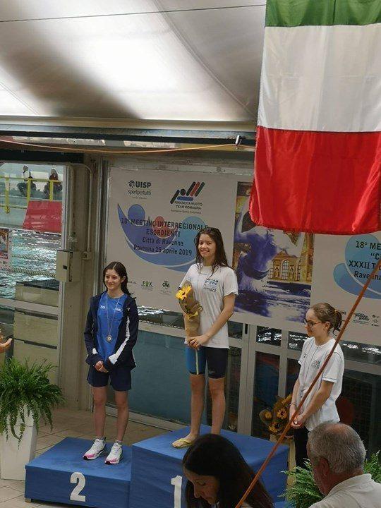 Claudia Di Passio insieme alla squadra della Pinguino Nuoto Academy guidata da Tecnico Daniele…